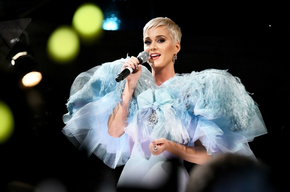 Katy Perry Cozy Little Christmas.Katy Perry Jingles Onto Adult Contemporary Chart With Cozy